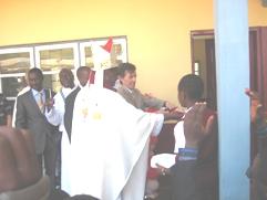 High Commissioner cuts ribbon