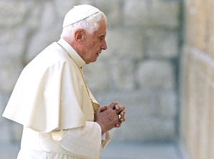 Pope praying (Front page)