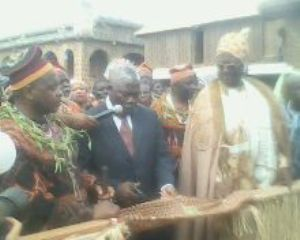 Bui SDO, Nso Fon and Sultan of Foumban cut ribbon infront of Ngonso statue