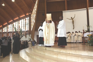 Nuncio lifts up lectionary