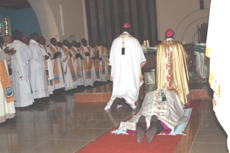 Bishop lays down during litany chant (n)