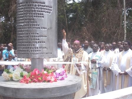 Bishop Bushu blesses historical monument