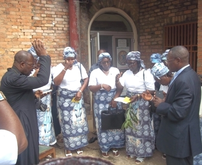Fr. Tatah Mbuy blesses CWA Executive as SDO looks on