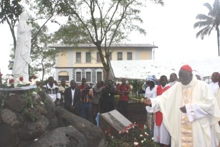 Cardinal Tumi blesses Marian grotto