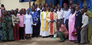Mgr_james_toba_and_st_pauls_staff