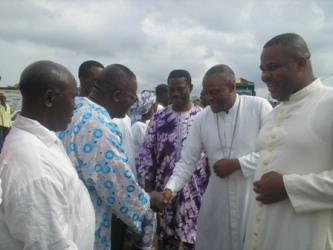 The_bishop_meets_christians_of_muea