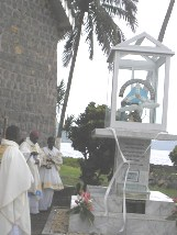 Bishop_blessing_centenary_monument1