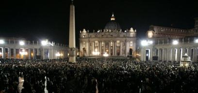 Crowds_st_peters_square