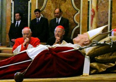 Pope_lying_in_state